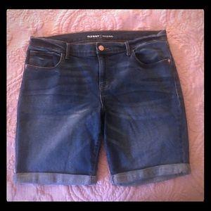 Old Navy Medium Wash Bermuda Shorts - Size 12